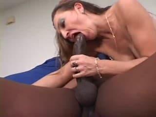 Un peu de sexe se donnent du plaisir avec des tresses sur les côtés
