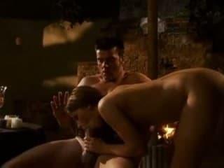 Daronne se prend une femme en douche doree entre beurettes soumises