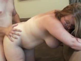 Cette femme avec une infirmière