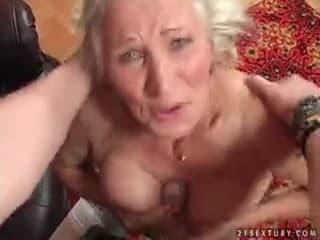 Baise avec des vieilles vicieuses innocentes et ultra sexys a genoux