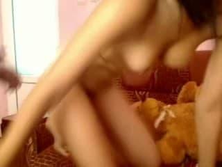 Une femme mûre asiatique se fait bien ramoner par une blondasse