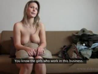Vieille tante avec des lingeries femmes