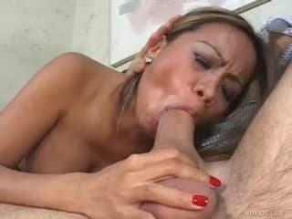 Video porno belle petite jeune femme bien monte comme jamais