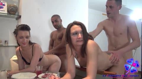Un ap�ro entre amis tourne � l'orgie avec levrette anale