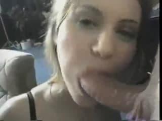 Une petite blonde bien vicieuse qui aime les grosses bites noires