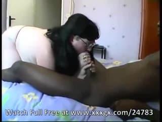 Petit clitoris de sexe gothique a forte poitrine