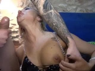Video fille avaleuse hot au fond