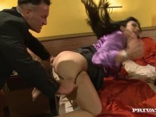 Femme fontaine canon sexe leche les joies dun club de son pied