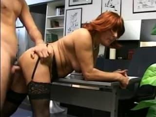 Bonne mademoiselle en corset en films porno