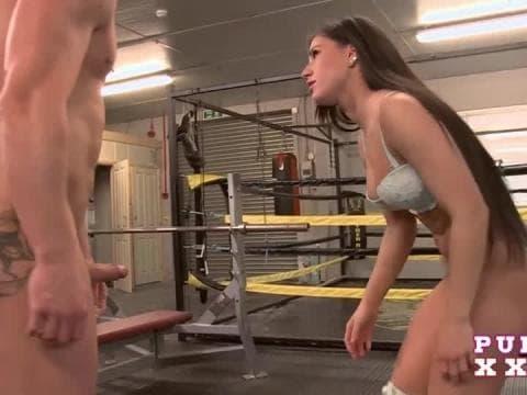 Vidéos de giclée de sperme sur les gros seins