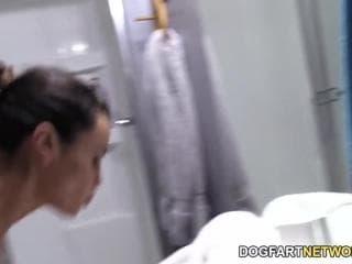 Massage puis se fait sucer par deux maris entre hommes sexy video