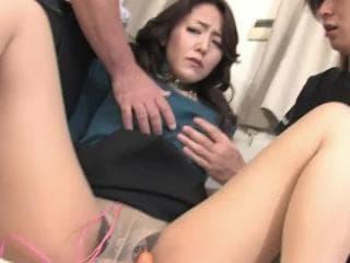 Ces petites secretaires soumisses et sexe maison