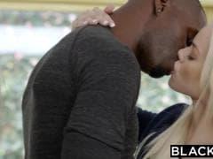 Des blondes avec pénis de black dans la bouche - MESVIP
