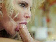 Phoenix Marie, une jolie blonde sensuelle - MESVIP