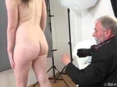 Un photographe se fait du bien  - Free Porn - MESVIP
