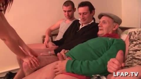 Rousse française sexy se tape quatre clients en même temps