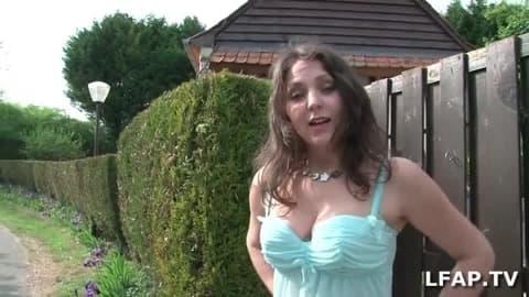 Jeune normande sexy aux gros lolos se fait bouffer la chatte