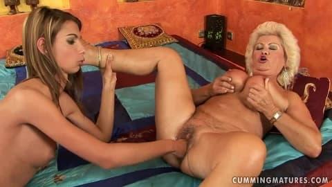 Effie une femme mature avec de gros seins