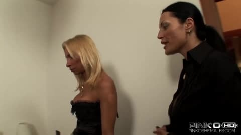 PINKO SHEMALES Shemale bangning horny Milf- Emanuela, Amandi
