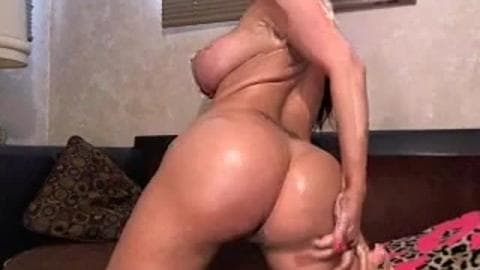 White chick With Phat ass and Big Titties Just Wanna Have Fun