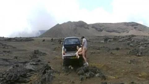 Baise sur le piton de La fournaise – Réunion