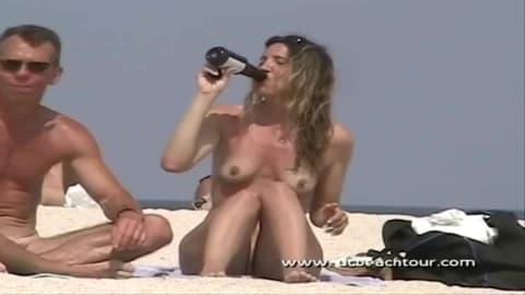 Compilation voyeur sur des plages nudistes